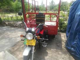 United 150 cc loader rickshaw.