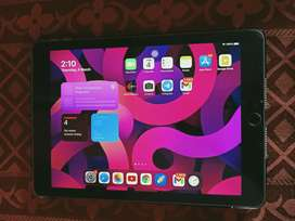 Ipad 6th gen 128 gb 9.7 inch (scratch-less) (almost new condition)
