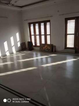 First floor posh location market school gym near the flat