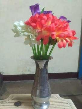 Flower pot with heavy steel body