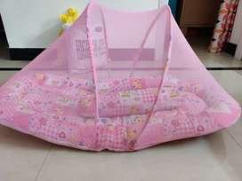 Baby's net bed