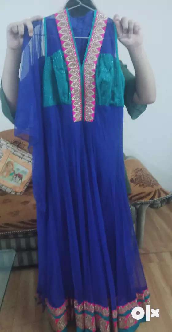 Re-selling dresses 0