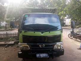 Dijual Dump Truck Hino Dutro tahun 2012 harga Rp. 100.000.000,- nego