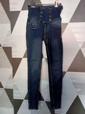 Celana jeans anak.