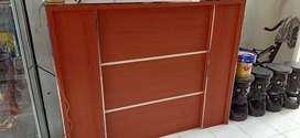 Dijual meja kasir kondisi masih bagus cocok untuk kantor ataupun toko