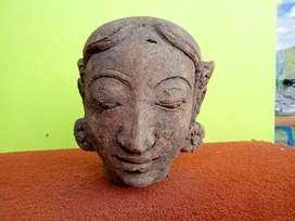 Patung kepala Terakota Majapahit antik benda sejarah