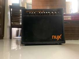 NUX FRONTLINE 30 GUITAR AND PIANO AMPLIFIER
