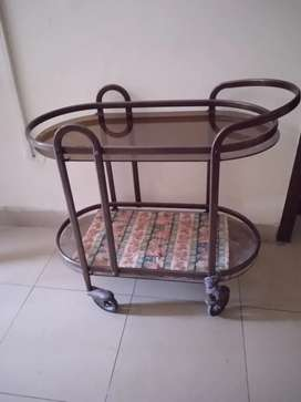 Tea trolly  black to Ted glass