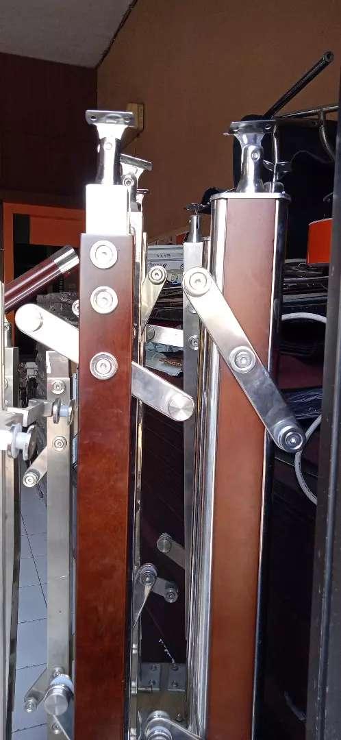 Railing tangga kaca railing tangga stainless 0