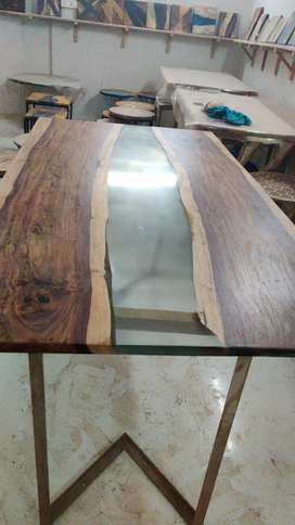 Brand New dining table for sale 5*3