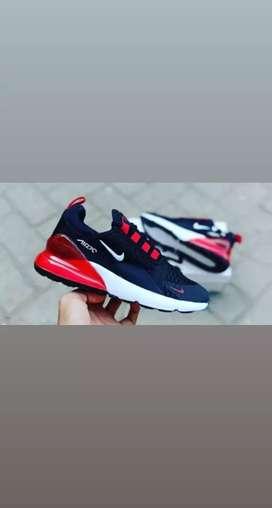 Sepatu olahraga dan santai