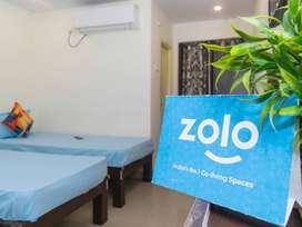 Zolo Golden Hills - 1 2 3 Sharing Men's PG