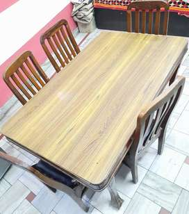 Dinning Table With Chair Good Condition.