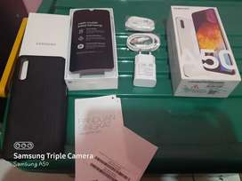 SAMSUNG A50 4/64 GB BUTUH UANG / TT iphone