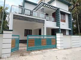 Aluva Town 5.500 Cent. 4 Bhk Attached 2300 Sgf. New House.