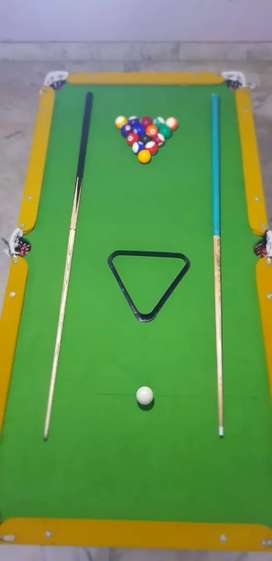 Snooker table with balls n sticks only 1 week. Use..