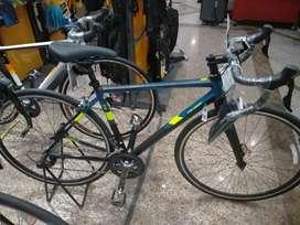 Sepeda roadbike Strattos S3 bisa di cicil Dp 800 Ribu syarat mudah