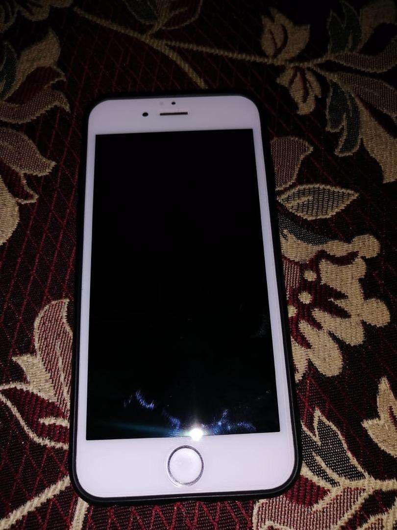 Iphone 6 in lush condition 16 gb silver white 0