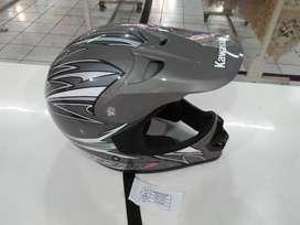 Helm KLX belum pernah dipakai Uk L