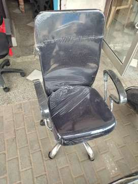 Mesh back visitor chair.Strong and durable.high back chair.