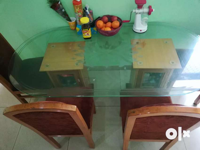 Glass top dinning table with 6 chairs ** Fix Price 0