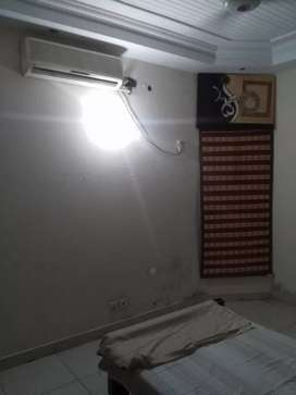 room available in furnished home for jobian/student