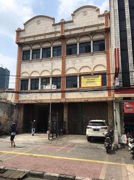 Disewakan Ruko Strategis 3,5 Lantai di jalan Jatibaru tanah abang