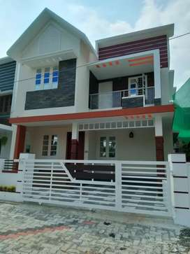 3 bhk 1500 sqft new build house at kakkanad pukattupady  kunjattukara