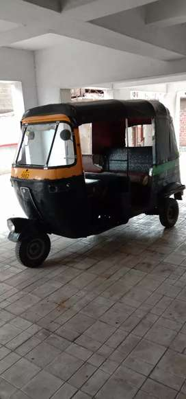 Auto rickshaw in good condition