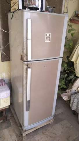 DAWLANCE MONOGRAM FRIDGE(4YRS USED) ORIGNAL GAS.(FIXED PRIZE:18000)