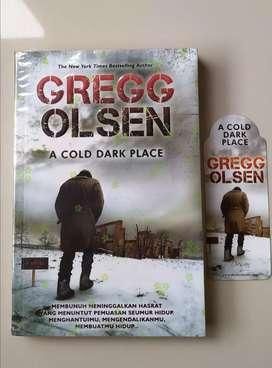 Novel Preloved Terjemahan : A Cold Dark Place by Gregg Olsen