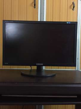 """Samsung Computer LCD 21""""with +Trolley+Compaq key board and mouse"""