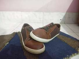 Brown casual sneakers