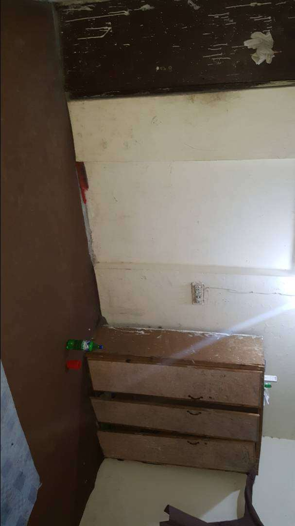 Seats and room for rent in hostel available 0