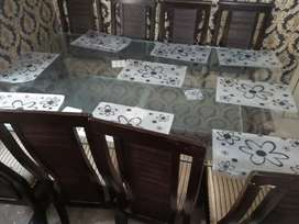 Beautiful dining table with 8 chairs..