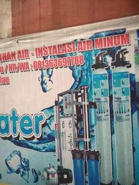 Depot air minum isi ulang dengan mesin R.O