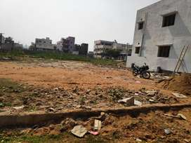 Vv.near to main road only vacant site posh area official ground water
