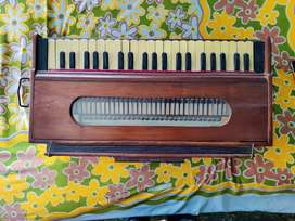 Folding Harmonium