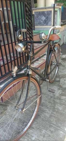 Sepeda lanang Antik