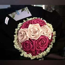 Buket bunga mawar satin