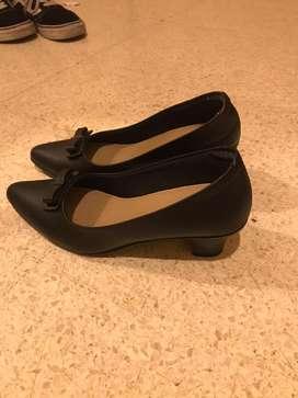 Sepatu pantofel formal wanita