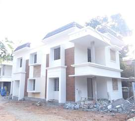 Villa 2000SqFt/   6.5cents/80 lac /-kuttur   Thrissur