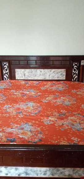King size beds/mattress/dining table/