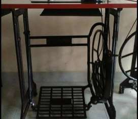 ***Solid sewing machine with wheel paddle table for sale***
