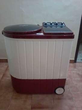 Whirlpool Semi Automatic washoing machine. 9.5 kg Ace xL