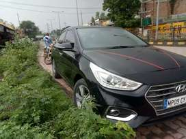 1.6CRDi Top Variant Sunroof Available in this Car