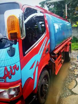 Jual truk tangki air toyota Dyna 8.500 liter
