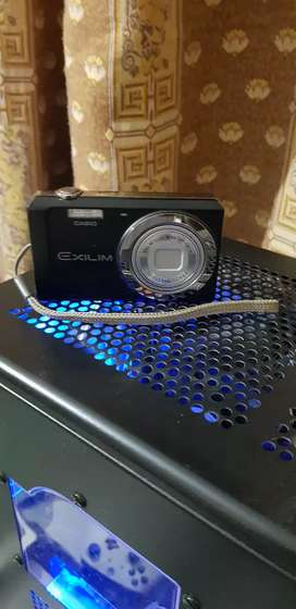 CASIO Exilim 26mm Wide Optical 5x
