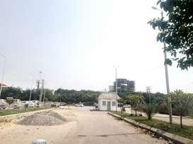 On highway saheed path Lulu mall ke pass plot le