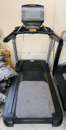 Slightly used commerciol treadmill (whole sale dealer)